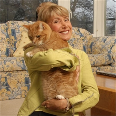Jan leaming holding a ginger cat