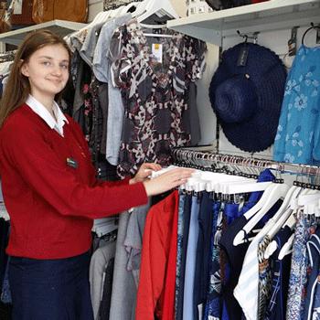 Samanta shop volunteer