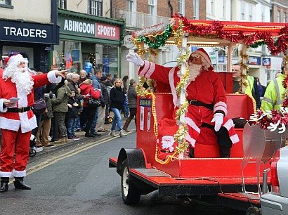 Father Christmas arrives at the Abingdon Christmas Extravaganza