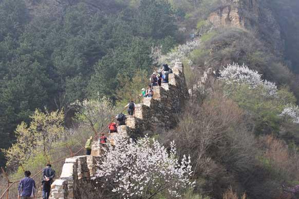 China trekking participants