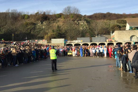 boxing day dip swimmers