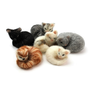 Adorable felt kittens