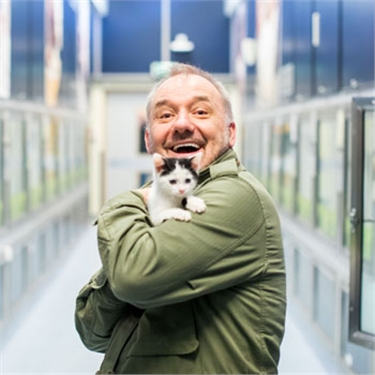 Bob Mortimer helps unwanted cats find their purr-fect match