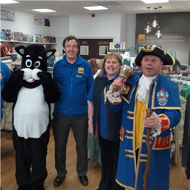 Town Crier ushers in new Llandudno charity shop
