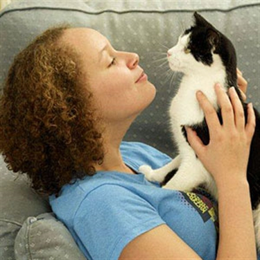 Will neutering a cat calm it down