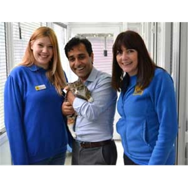 Cats Protection welcomes Rehman Chishti MP to its Bredhurst Adoption Centre