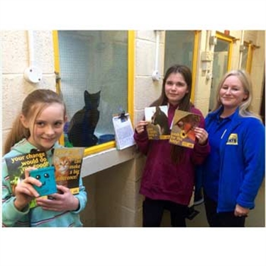 Young girl raises cash for Cats Protection after loss of her cat